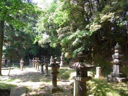 佐土原島津家の墓.jpg