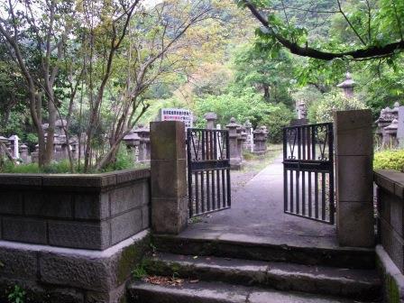 垂水島津家の墓.jpg