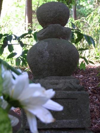 島津豊久の墓2.jpg